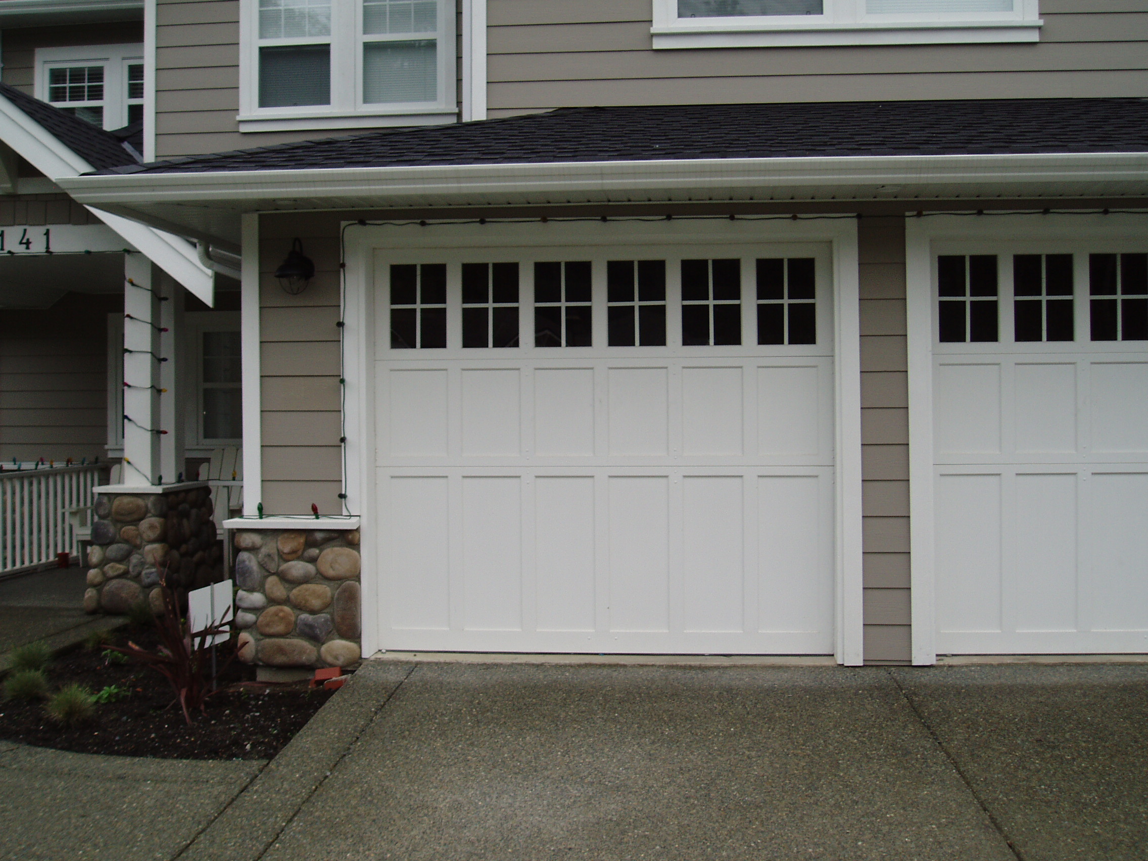 Garage door window inserts - Hw02 Heritage Flat Panel With 1 Row Glass With Inserts