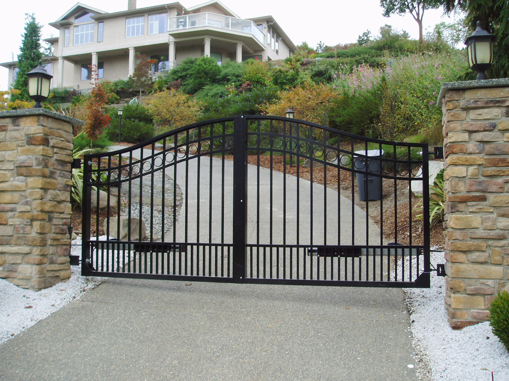 Swing gates articulating arms harbour door for Aluminum gates for driveways