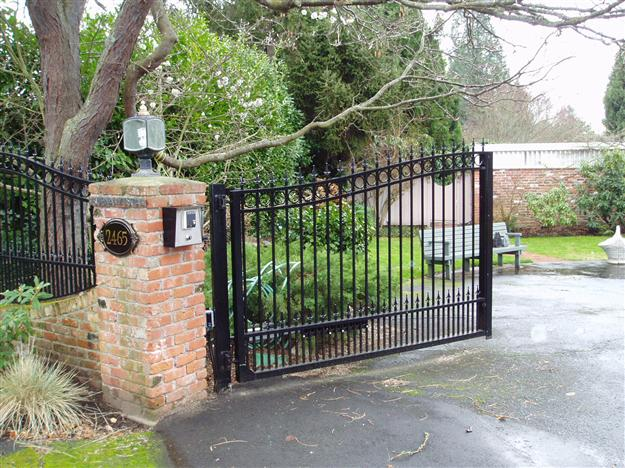 45 Double swing aluminum gate with intercom