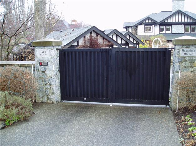 48 Double swing solid aluminum gate