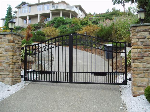 SWG 01 Double out swing aluminum gate style 4