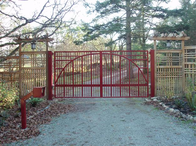 SWG 02 Unique aluminum gate design with matching gooseneck stand