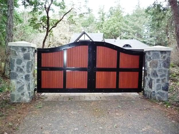 SWG 06 Double swing aluminum gate with wood panel inserts and decorative hardware