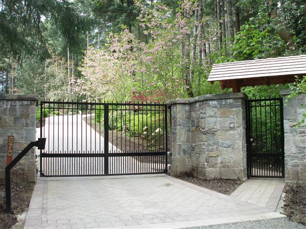 SWG 07 Aluminum custom gate extending straight top pickets with matching pedestrian gate and gooseneck stand