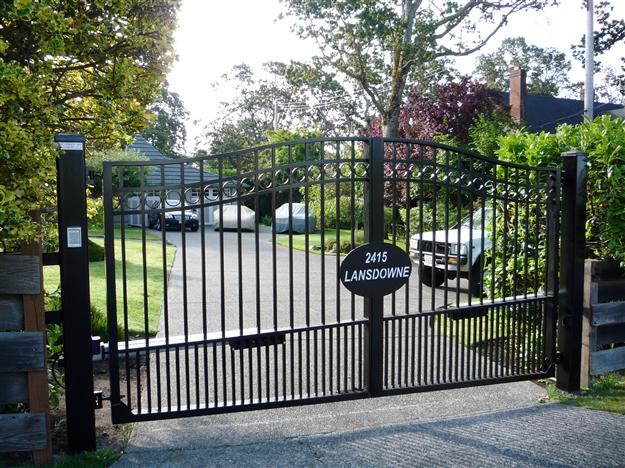 SWG 08 Aluminum gate style 4 with custom address plate and sloped bottom