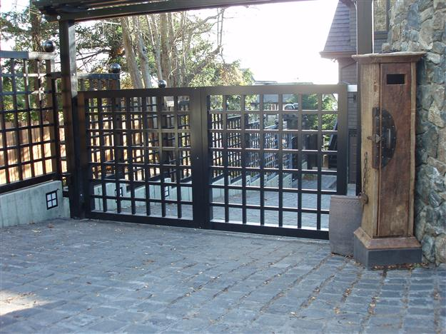 SWG 10 Custom aluminum gate using 2x2 square tubing mounted on steel posts