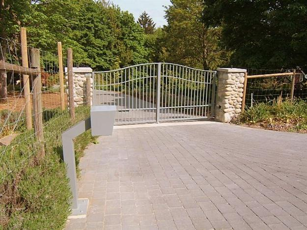 SWG 16 Aluminum gate style 1 variation mounted on River Rock pillars with embedded angles