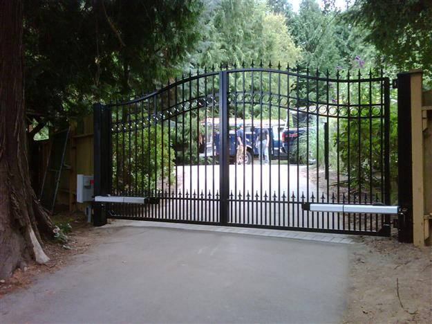 SWG 18 Aluminum gate style 12 with DoorKing screw drive arms