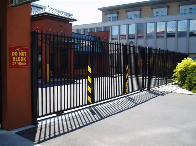 04.GC 11 Commercial sliding gate with decorative spears and swags with matching fencing