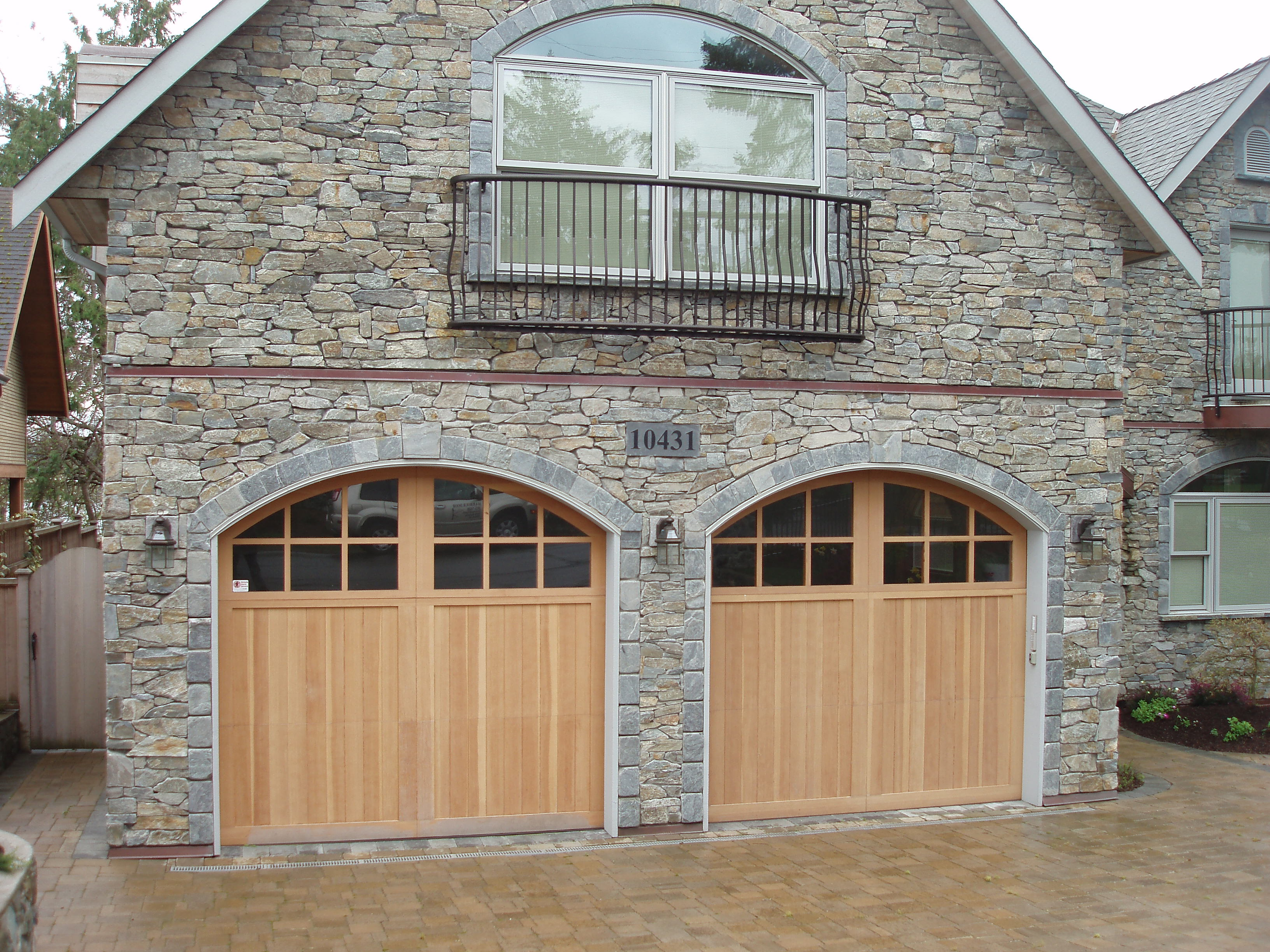 Carriage House Wood Harbour Door