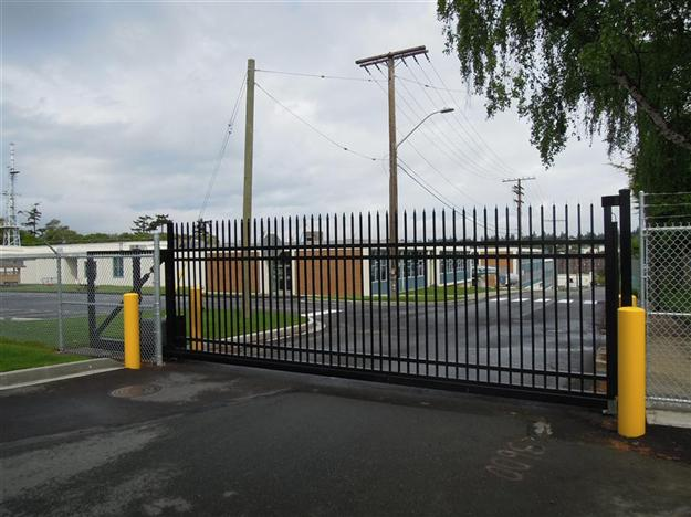 Custom Cantilever gate with straight security pickets
