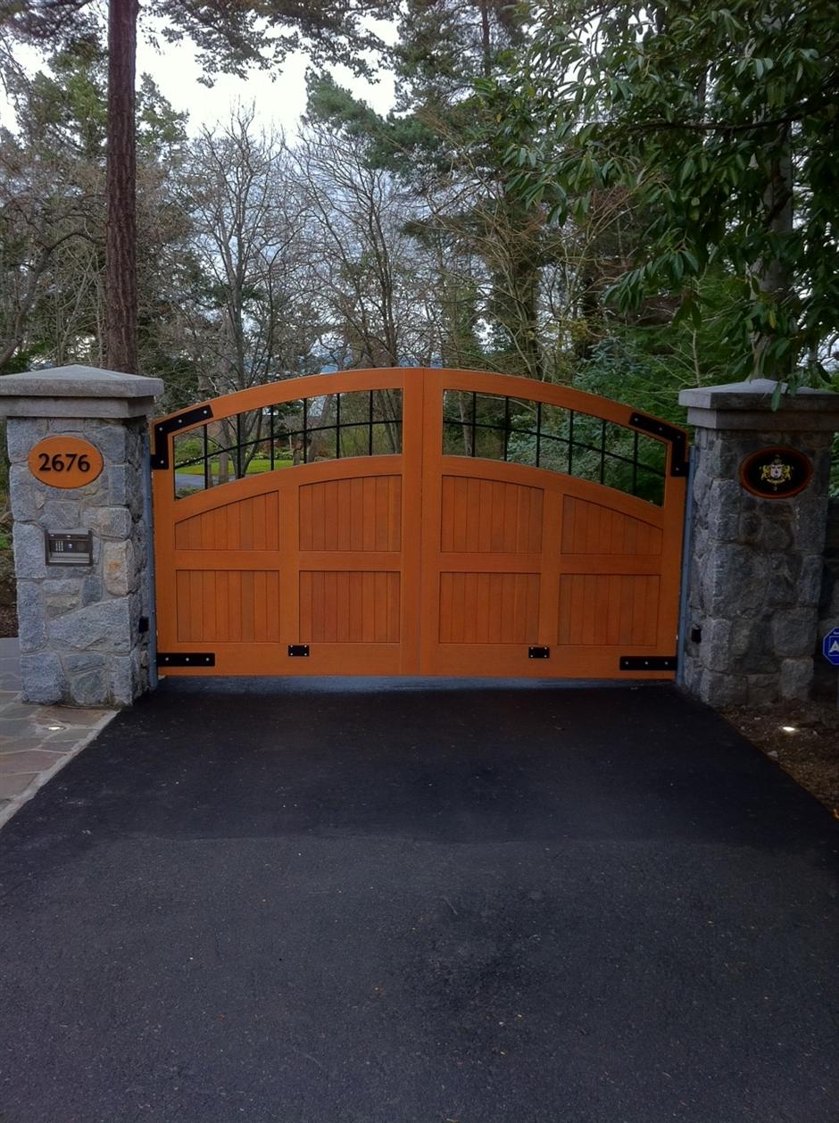 SWG30 Custom Wood Gate, with Surface Mount DoorKing 1812 Access Plus Telephone Entry